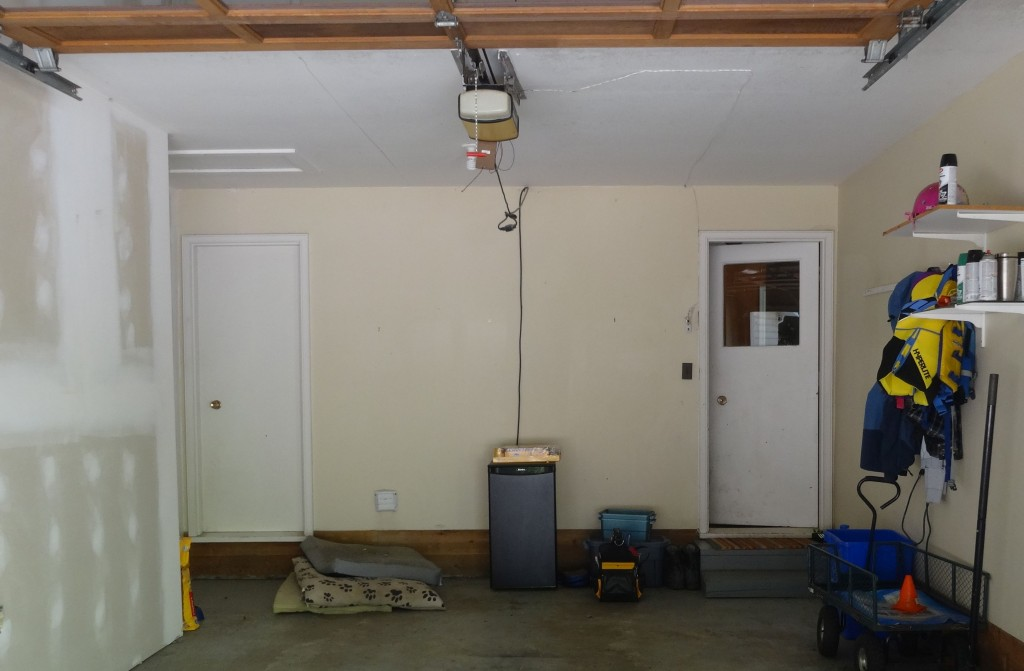 Kelowna Home Inspectors - Garage door is not self closing - 1973 - 2014